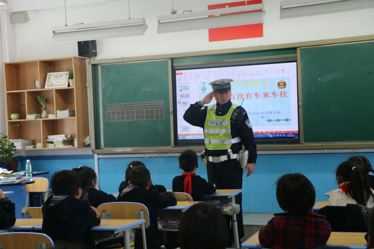 成都市泡桐树小学都江堰校区
